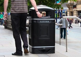 Glasdon Jubilee Litter Bin with stubbing plate and silver banding