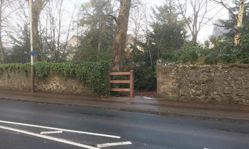 Glasdon Gateway Fence from Road style=