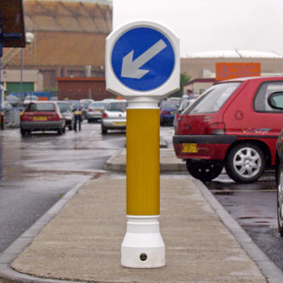White Ensign bollard with amber body sleeve and sign Ref 610L