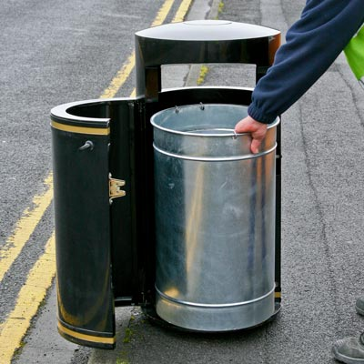 Metal Chieftain litter bin - Emptying