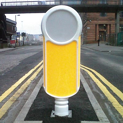 White Socketed Rebound Signmaster bollard with Blank White Sign